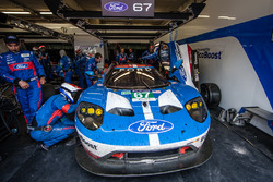 #67 Ford Chip Ganassi Racing Ford GT: Marino Franchitti, Andy Priaulx, Harry Tincknell in the pit box