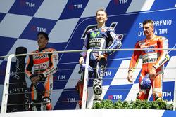 Podium: race winnaar Jorge Lorenzo, Yamaha Factory Racing, tweede Marc Marquez, Repsol Honda Team, d