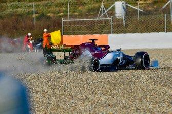 Kimi Raikkonen, Alfa Romeo Racing C38, spins into the gravel on the opening morning of testing