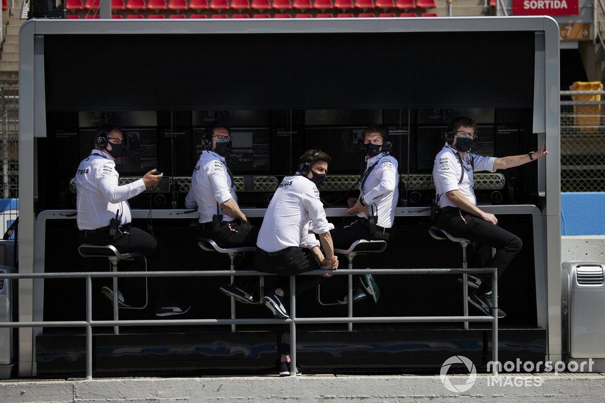 Toto Wolff, Team Principal and CEO, Mercedes AMG, and colleagues on the pitwall