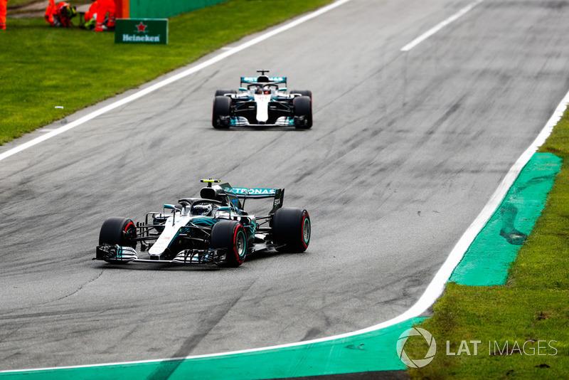 Valtteri Bottas, Mercedes AMG F1 W09, leads Lewis Hamilton, Mercedes AMG F1 W09