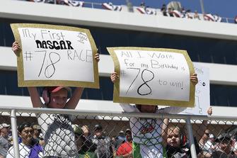 Martin Truex Jr., Furniture Row Racing, Toyota Camry 5-hour ENERGY, Race Fans