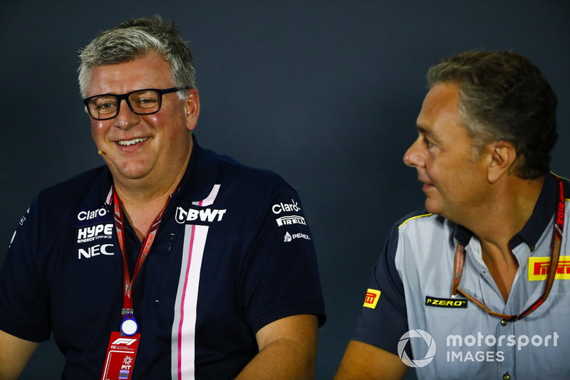 Otmar Szafnauer, Team Principal Racing Point Force India, dan Mario Isola, Racing Manager, Pirelli Motorsport