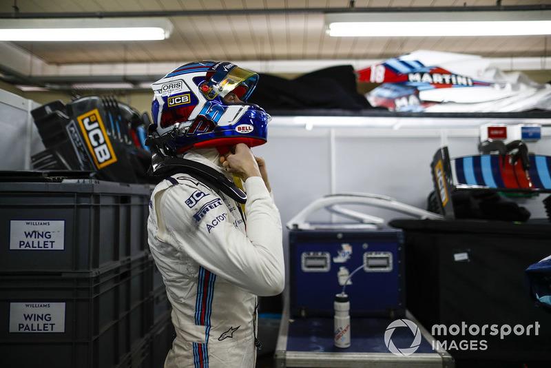 Sergey Sirotkin, Williams Racing ajusta su casco protector