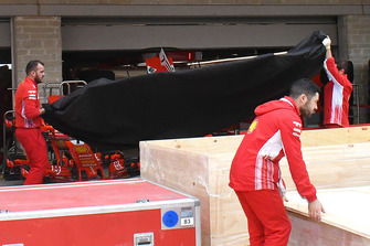 Le fond plat de la Ferrari SF71H dans sa couverture