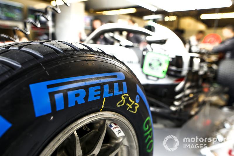 Pirelli wet tyre on the car of Romain Grosjean, Haas F1 Team VF-18