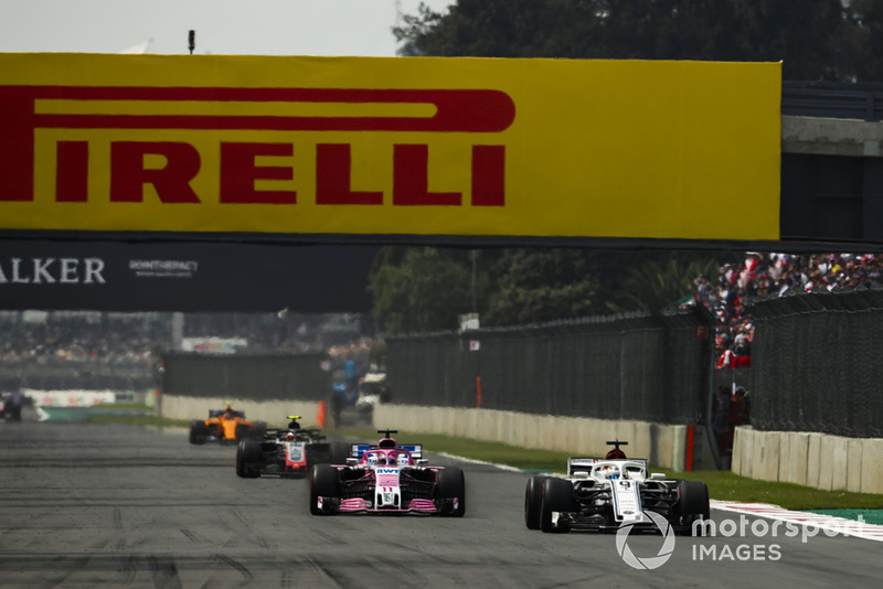 Marcus Ericsson, Sauber C37, leads Sergio Perez, Racing Point Force India VJM11, and Kevin Magnussen, Haas F1 Team VF-18