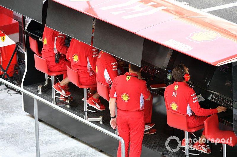 Le muret des stands de Ferrari