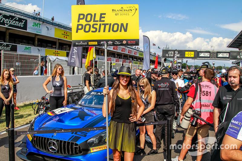 La grid girl della pole position