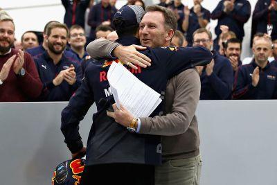 Посещением гонщиками завода Red Bull
