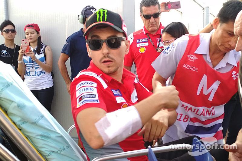 Jorge Lorenzo, Ducati Team, op weg naar het ziekenhuis na zijn crash in Thailand
