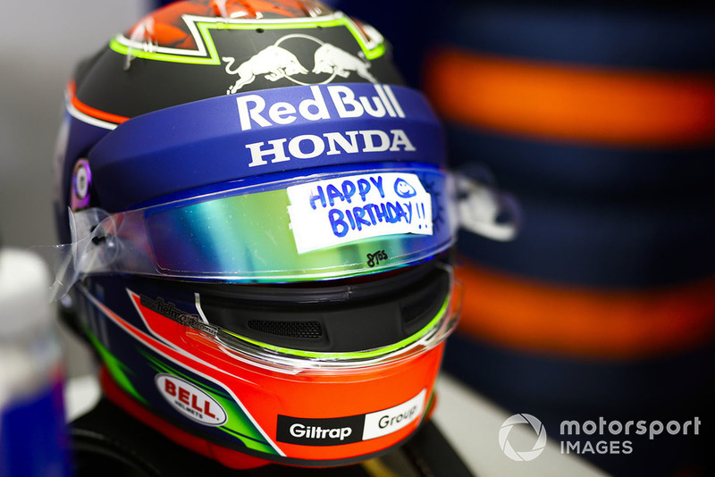 A birthday message on the visor of Brendon Hartley, Toro Rosso