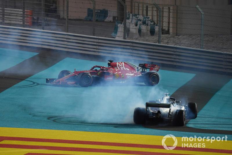 Lewis Hamilton, Mercedes-AMG F1 W09 y Sebastian Vettel, Ferrari SF71H hace donas al final de la carrera