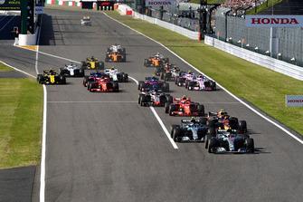Lewis Hamilton, Mercedes-AMG F1 W09, en tête de la course au départ