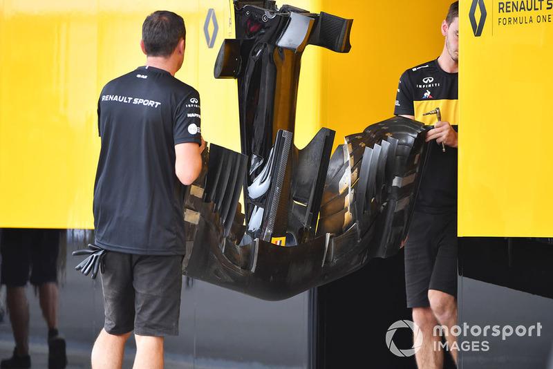 Носовой обтекатель и переднее крыло Renault RS18