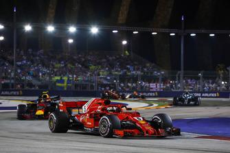 Sebastian Vettel, Ferrari SF71H, Max Verstappen, Red Bull Racing RB14, y Valtteri Bottas, Mercedes AMG F1 W09 EQ Power+