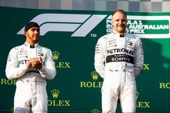 Lewis Hamilton, Mercedes AMG F1, y Valtteri Bottas, Mercedes AMG F1