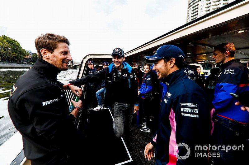 Romain Grosjean, Haas F1 Team, George Russell, Williams y Sergio Perez, Racing Point, camino al evento con los fans en la Federation Square