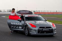 El primer control de juegos para el Nissan GT-R con Jann Mardenborough