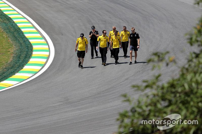 Sergey Sirotkin, Renault Sport F1 Team Testfahrer bei der Streckenbegehung