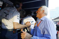 Paddy Lowe, Williams Formula 1, congratulates Lawrence Stroll on his son's third place finish