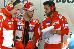 Gigi Dall'Igna, directeur Ducati Corse, Andrea Dovizioso, Ducati Team, et Alberto Giribuola