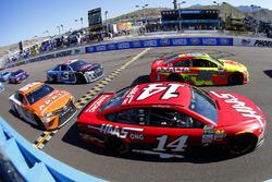 Dale Earnhardt Jr., Hendrick Motorsports, Chevrolet; Clint Bowyer, Stewart-Haas Racing, Ford