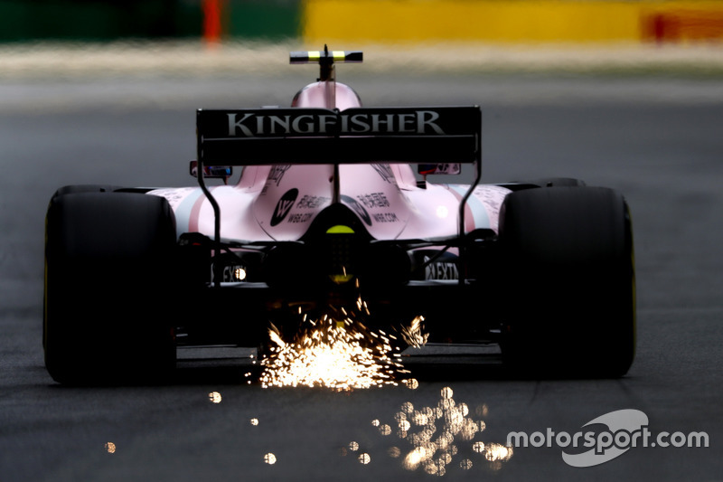 Esteban Ocon, Force India VJM10, mit Funkenflug