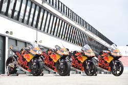 Bikes von Miguel Oliveira, Red Bull KTM Ajo, Brad Binder, Red Bull KTM Ajo and Moto3