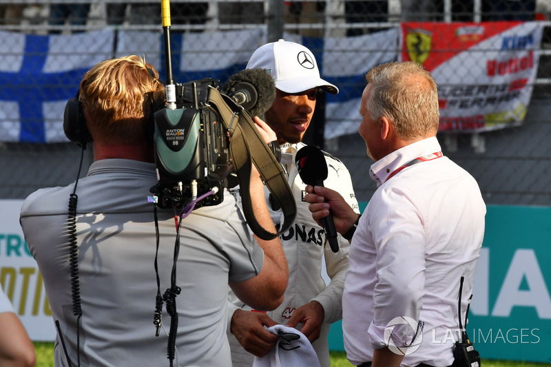 Pole sitter Lewis Hamilton, Mercedes AMG F1 talks, Johnny Herbert, F1 Experiences 2-Seater Driver