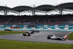 Установочный круг: Фелипе Масса, Williams FW40, Джолион Палмер, Renault Sport F1 Team RS17, Лэнс Стролл, Williams FW40, Карлос Сайнс-мл. и Пьер Гасли, Scuderia Toro Rosso STR12