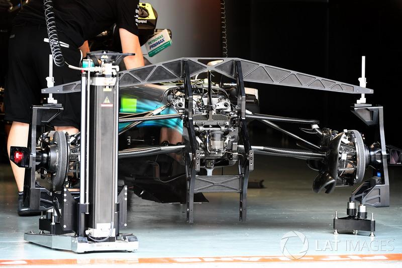 Mercedes-Benz F1 W08 ön süspansiyon ve şasi detay