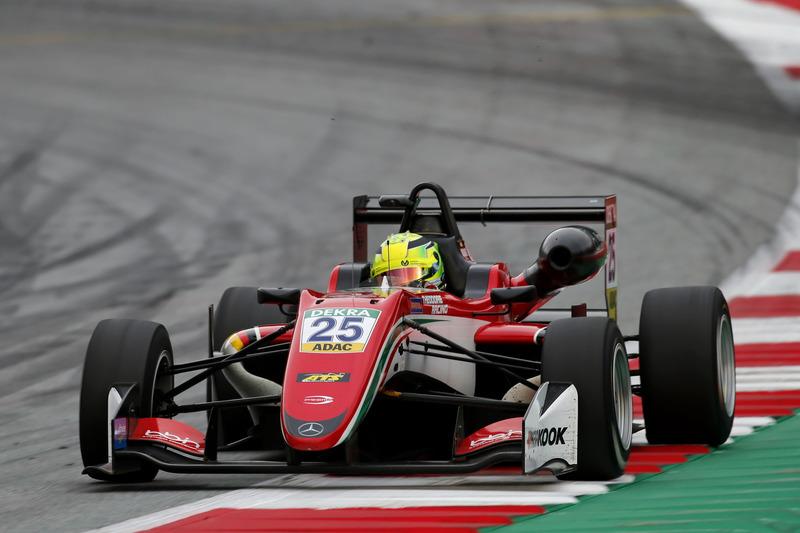 Мик Шумахер,Prema Powerteam(Европейская Ф3, 12-е место в общем зачете, 94 очка, один подиум)