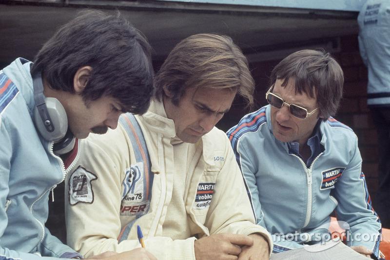 Carlos Reutemann, Brabham BT44B-Ford, mit Gordon Murray, Brabham, Chefdesigner, und Bernie Eccleston