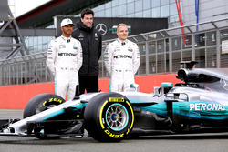 (L to R): Lewis Hamilton, Mercedes AMG F1; Toto Wolff, Mercedes AMG F1 Shareholder and Executive Director; Valtteri Bottas, Mercedes AMG F1 and the Mercedes AMG F1 W08