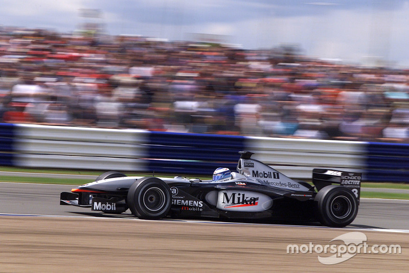 17. El McLaren Mercedes MP4/16 de F1