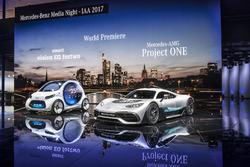 El smart vision EQ fortwo y el Showcar Mercedes-AMG Project ONE