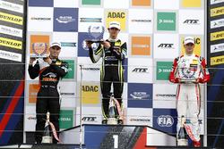 Rookie-Podium: 1. Lando Norris, Carlin, Dallara F317 - Volkswagen; 2. Joey Mawson, Van Amersfoort R