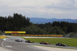 Kevin Magnussen, Haas F1 Team VF-17, Stoffel Vandoorne, McLaren MCL32, Nico Hulkenberg, Renault Sport F1 Team RS17