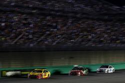 Joey Logano, Team Penske Ford, Kurt Busch, Stewart-Haas Racing Ford, Dale Earnhardt Jr., Hendrick Mo