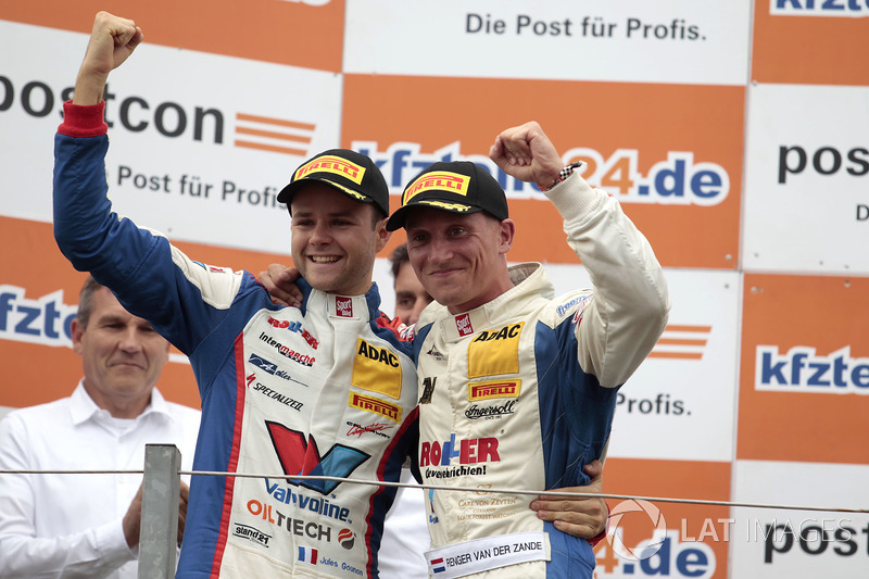 Podium: Sieger #77 Callaway Competition, Corvette C7 GT3-R: Jules Gounon, Renger van der Zande