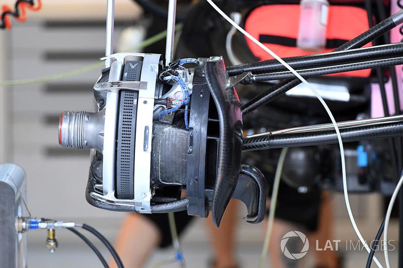 Force India VJM10 detalle frontal de cubo de rueda y freno