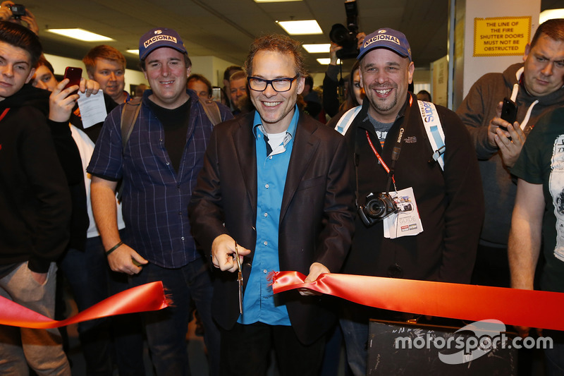 Jacques Villeneuve abre el Autosport International Show el domingo