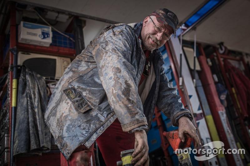 Mechaniker arbeiten am Truck