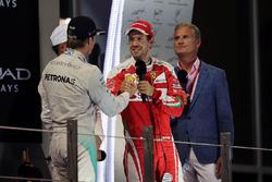 Нико Росберг, Mercedes AMG F1, и Себастьян Феттель, Ferrari