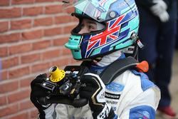 Billy Monger en el coche de carreras, regreso a probar el Carlin MSV Fórmula 3