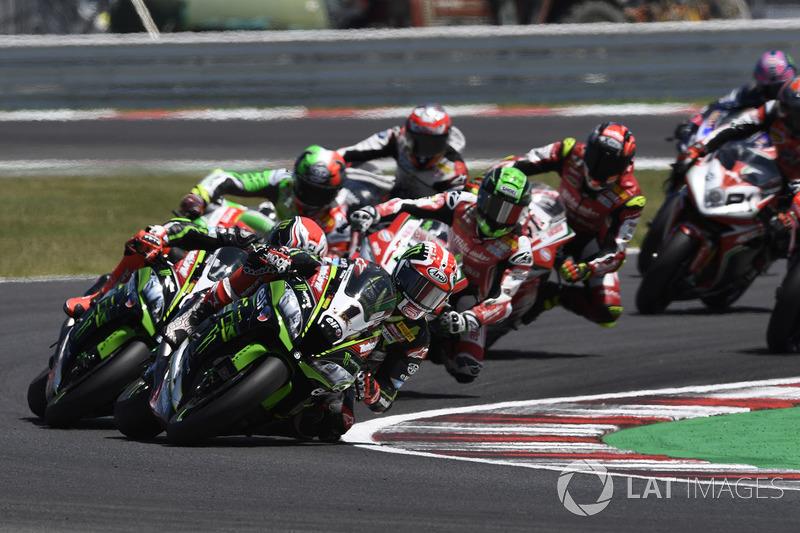 Jonathan Rea, Kawasaki Racing leads the start