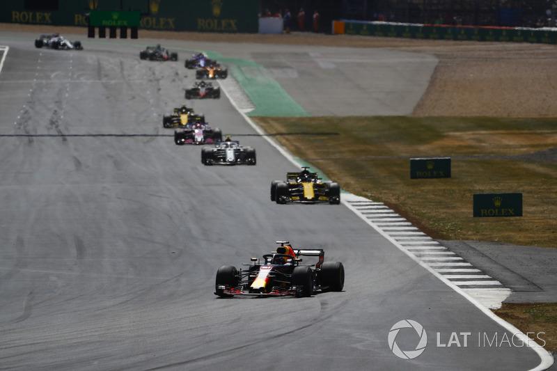 Daniel Ricciardo, Red Bull Racing RB14, Nico Hulkenberg, Renault Sport F1 Team R.S. 18, y Charles Leclerc, Sauber C37