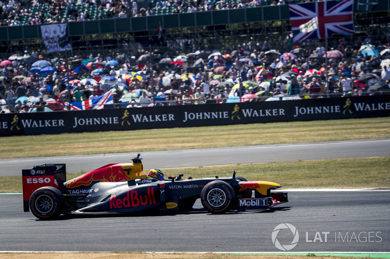 Red Bull Racing en el desfile del 70 aniversario de Silverstone