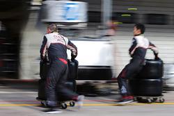 Механики Toyota Gazoo Racing